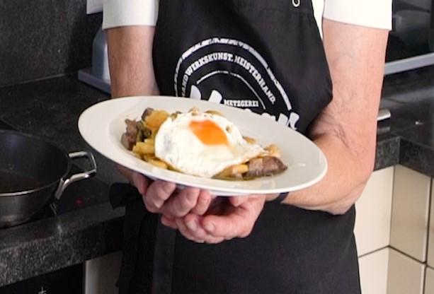 Herzhaftes Gröstl – Neues Kochvideo von Tante Christl